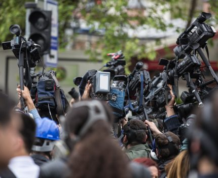 Urzędnik w mediach – kontakty z dziennikarzami dla instytucji